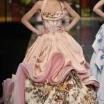 Dior Haute Couture 2009 par John Galliano - Un corset est sous la création