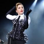 La célébre chanteuse Madonna en corset pendant l'un de ses concerts